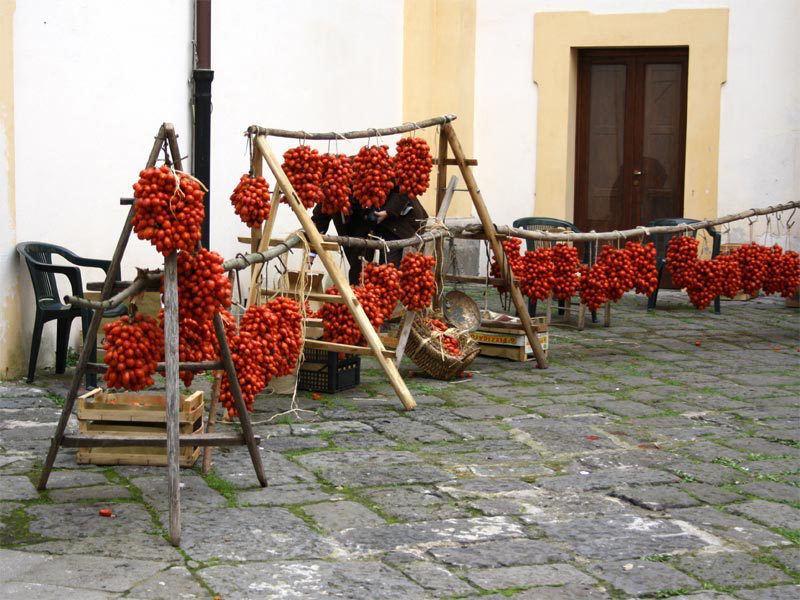 Piennolo-cherry-tomato-vesuvius