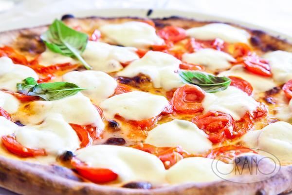 pizza-napoletana-margherita-piennolo-tomatoes